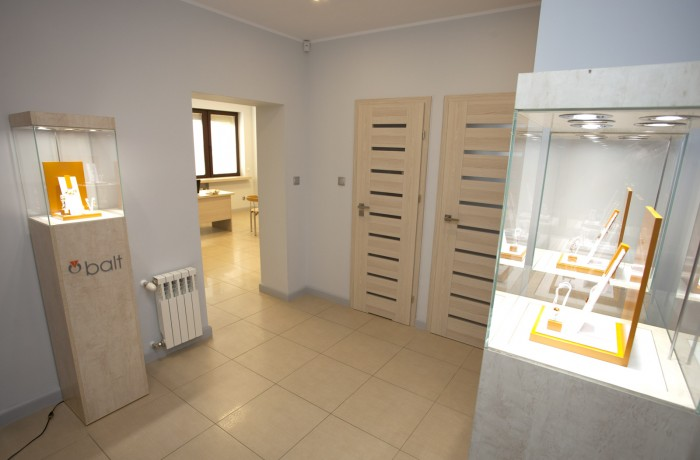 Nowe biuro handlowe i Nowa siedziba.